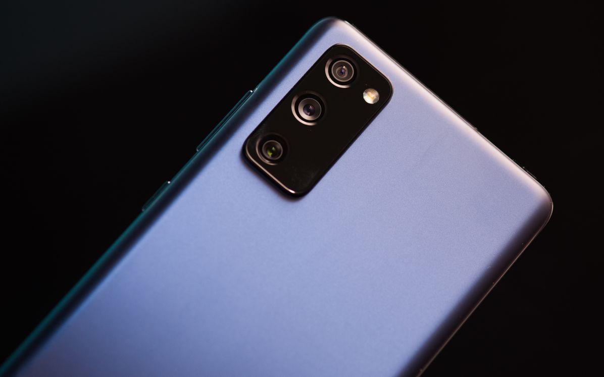Обзор Samsung Galaxy S20 FE - успех или провал?